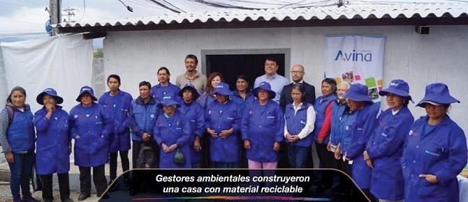 Gestores ambientales construyeron una casa con material reciclable