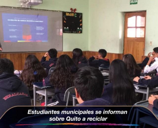 Estudiantes municipales se informan sobre Quito a reciclar
